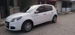 Título do anúncio: Sandeiro 1.0 completo o carro tá Av Maria Quitéria 2933 menudo veículos