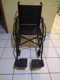 Cadeira de rodas toda acolchoada