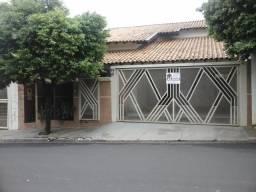 Aluga-se Casa Centro-(Cid. Valentim Gentil-SP)