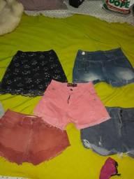 Vendo mais de 25 peças de roupas usada feminina.