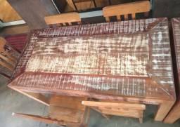 Vendo mesas de madeira de demolição quatro lugares,250 e seis lugares 400.