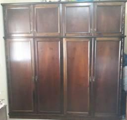 Guarda roupa oito portas com maleiro