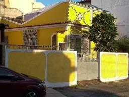 Casa com 2 quartos e dependências em Bento Ribeiro