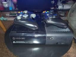 Xbox 360 semi novo...