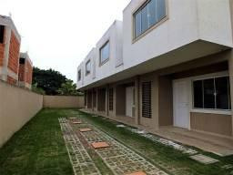 Bela casa em condomínio com 02 quartos