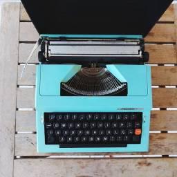 Fabricada em 1978 funcionando Maquina de datilografia antiga - antiguidade