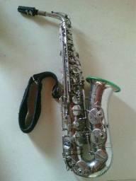 Sax alto semi-novo