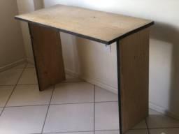 Mesa / Escrivaninha de Madeira
