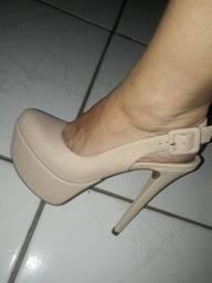 Sapato salto alto nude