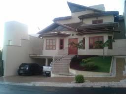 Casa em condomínio fechado próximo ao centro