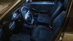 Troco  por carro Sedã Completo( Leia o anúncio )