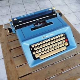 Restaurada Maquina de datilografia antiga - antiguidade