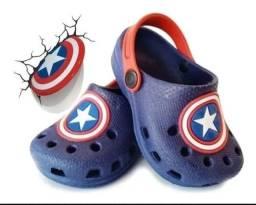 Crocs infantil capitão América
