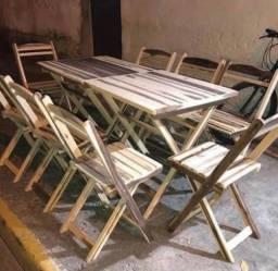 Mesa e a feira de madeira novas