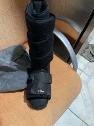 Vende-se uma bota ortopédica
