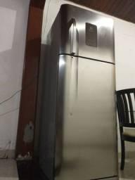 Troco geladeira por celular.