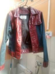 Vendo jaqueta jeans com couro tamanho medio