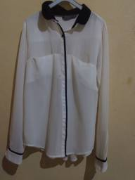 Título do anúncio: Blusa social branca. Veste M.