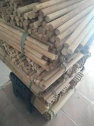 Bastão de madeira