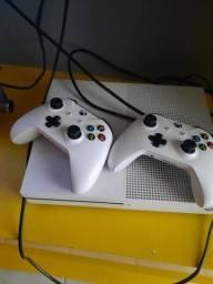 Xbox one 1 tera , 2 controles  com 1 ano de garantia e nota fiscal