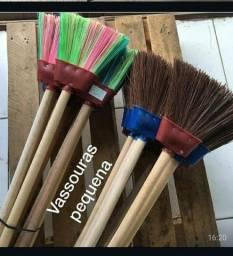 Vassouras, rodos, pás, escovas, peneiras e etc