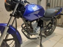 Vendo moto titan