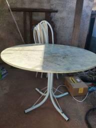 Mesa com pedra de mármore e 4 cadeiras