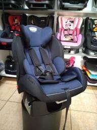 Cadeira preta e azul, com base
