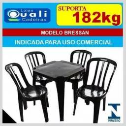 Jogo de mesa com cadeira Bressan uso comercial suporta 182kg
