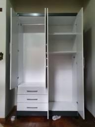 Guarda roupa 4 portas e 3 gavetas