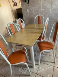 Vendo mesa com 06 cadeiras