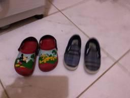 Esses dois sapatos  número 26 pouco  tempo de uso