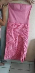 Vestido longo, tomara que caia ou com a blusa de renda por cima, tecido com elastano.
