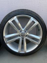 """Jogo Rodas R69 aro 22"""" c/ 4 pneus 265/40-R22 c/ 3.000km rodados e 4 amortecedores."""