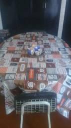 Mesa com quadro cadeira