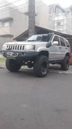 Cherokee V8 5.2 1995 Preparada para trilhas