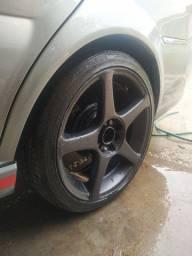 Rodas aro 17 com pneus balanceadas