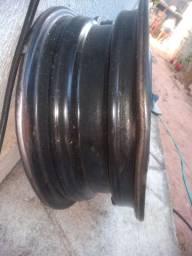 Vendo ou troco jogo de rodas 13 de ferro Chevrolet com carlota R$200