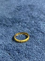 Anel de ouro com zircônias 18k/750 - 1,4g