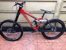 Bike downhill bicicleta