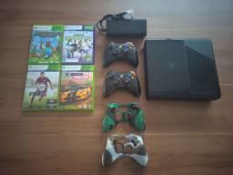 Xbox 360 Semi-novo com Kinect