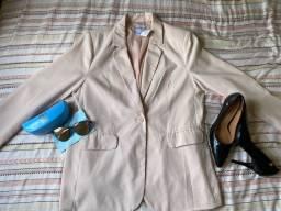 Blazer, sapato social e óculos LBA