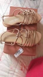 Sandália ainda na etiqueta