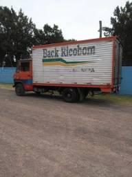 Vendo caminhão 608 bau otimo caminhão