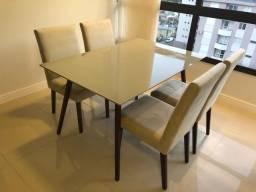 Mesa de Jantar com 4 cadeiras estofadas