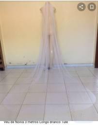 Vendo véu de 3mt de tule em ótimo estado acabamento bonito