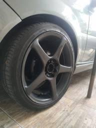 Roda aro 17 com pneus