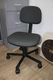 Cadeira de Escritório c/ Rodas em Tecido / Plástico Cinza 82 cm x 45 cm x 53 cm