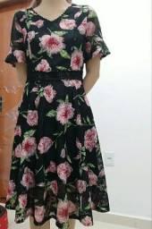 Vestido florido com renda