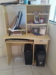 Vende-se mesa de computador bem conservada